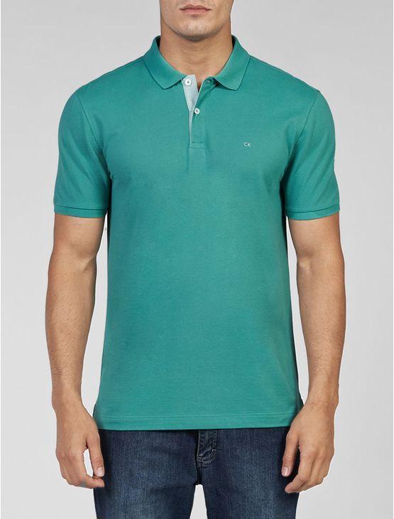 Polo Calvin Klein masculina na cor verde em piquet 100% algodão pima com logo CK no peito.