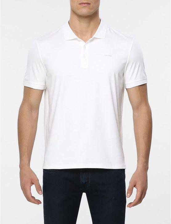Polo Calvin Klein masculina básica na cor branca em algodão com acabamento liquid cotton.