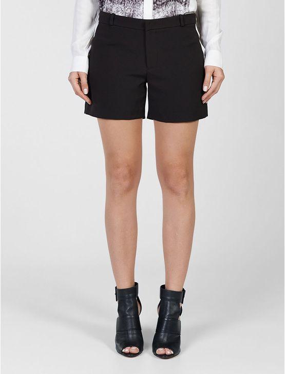 Short Calvin Klein Jeans com faixa lateral em couro sintético.
