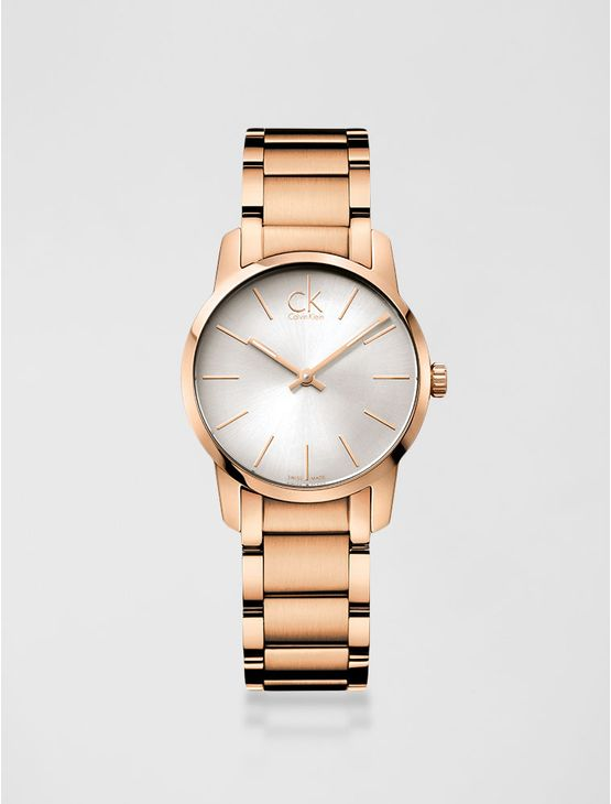Relógio analógico feminino Calvin Klein com pulseira e caixa em aço rose gold, vidro em cristal mineral. Resistência à água: 3 BAR. Mecânismo Suíço, função hora e minuto.