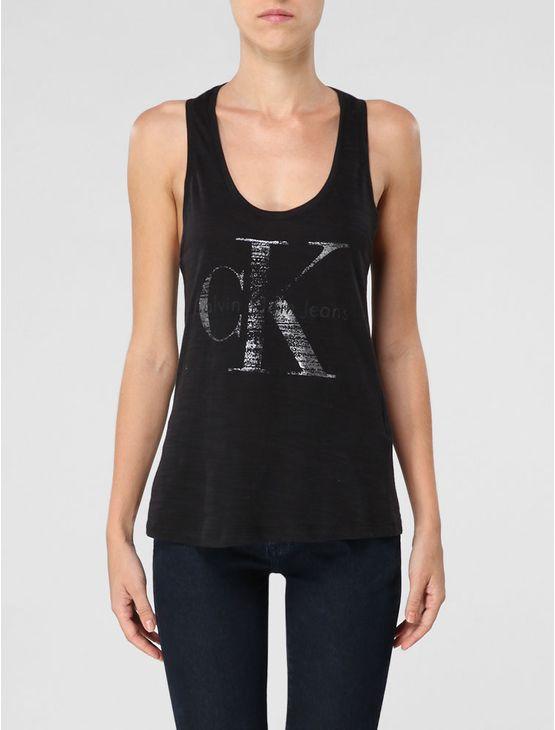 Regata Calvin Klein Jeans feminina na cor preta com decote nadador nas costas e aplicação de silk localizada na parte frontal com aplicação de gel metalizado.