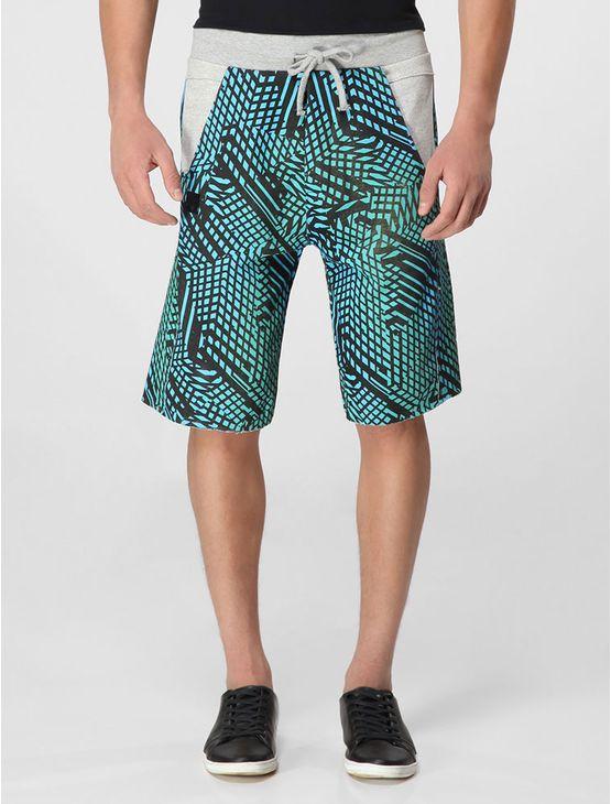 Bermuda Calvin Klein jeans masculina de moletom, cos com cordao amarrado na ponta manualmente, com estampa exclusiva da marca e relevo gel com logo vazado, barras a fio. Modelagem basica