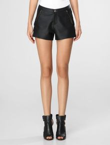 SHORT-CALVIN-KLEIN-JEANS-LEATHER-TEXTURE-PRETO