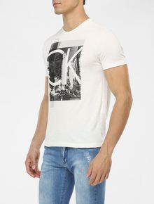CAMISETA-CALVIN-KLEIN-SLIM-COM-ESTAMPA-NY-CITY-OFF-WHITE