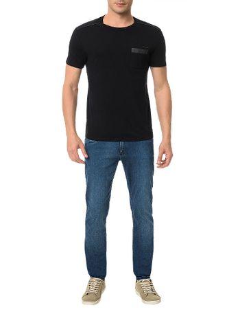Camiseta-Regular-Calvin-Klein-Detalhe-Tecido-Camisa-Preto