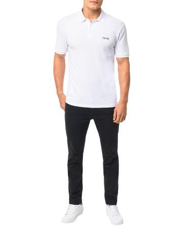 Polo-Calvin-Klein-Jeans-Estampa-Calvin-Peito-Branco