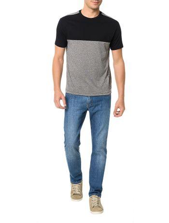 Camiseta-Slim-Calvin-Klein-Com-Recorte-e-Maxi-Logo-Preto