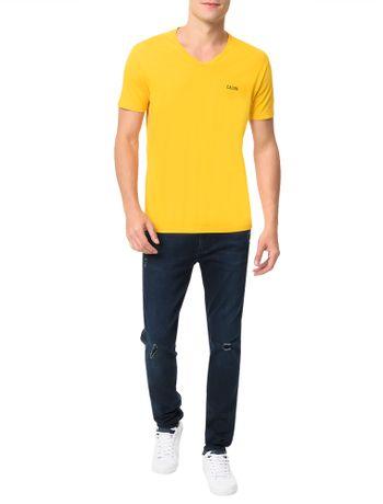 Camiseta-Calvin-Klein-Jeans-Estampa-Calvin-Peito-Amarelo-Ouro