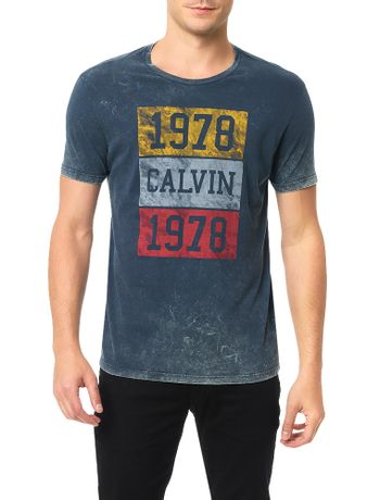 Camiseta-Calvin-Klein-Jeans-Estampa-Quadrados-1978-Marinho