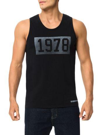 Regata-Calvin-Klein-Jeans-Estampa-Vintage-Quadrado-1978-Preto