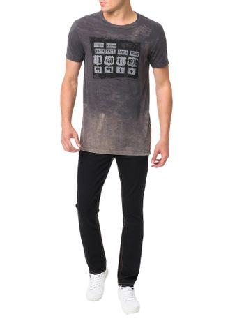 Camiseta-Calvin-Klein-Jeans-Estampa-Placas-Surtom-Grafite
