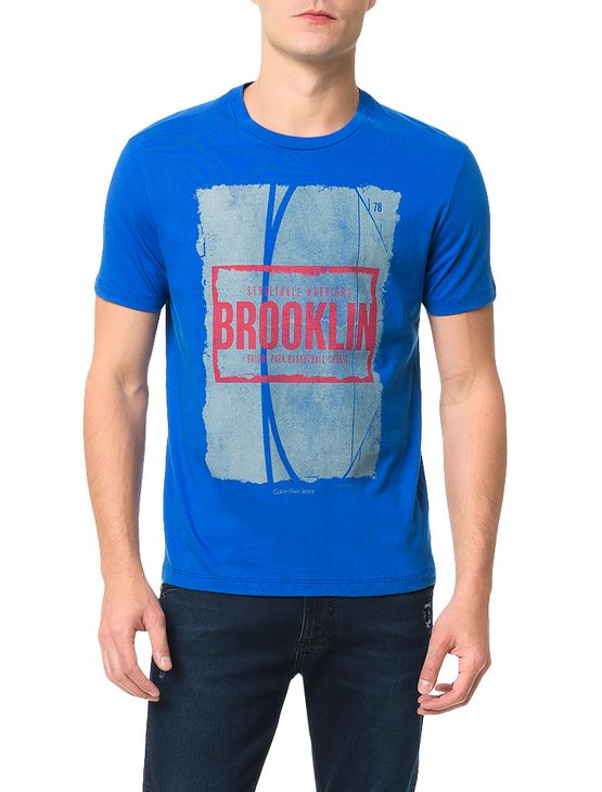 Camiseta-Calvin-Klein-Jeans-Streetball-Brooklin-Azul-Carbono. Loading zoom b8bc509d53b