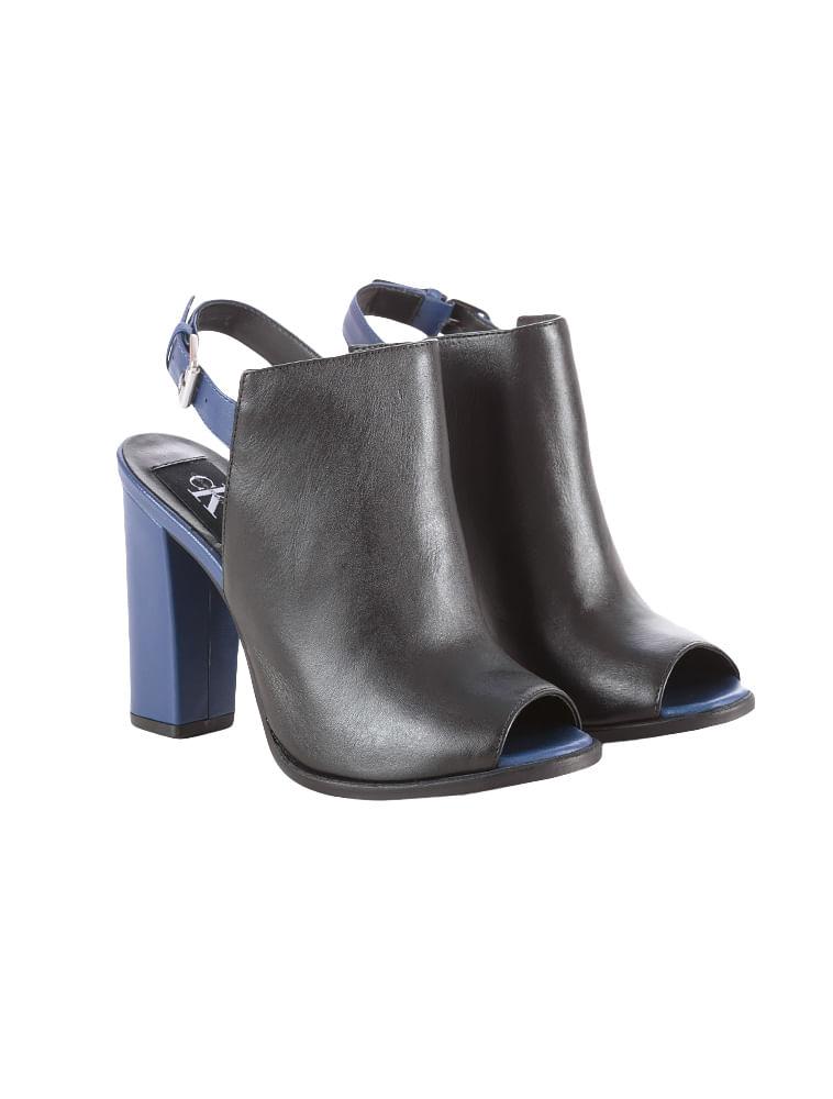 Sandalia-Boot-Calvin-Klein-Jeans-Couro-Bicolor-Azul-Carbono. Loading zoom a1ce9777b51e5