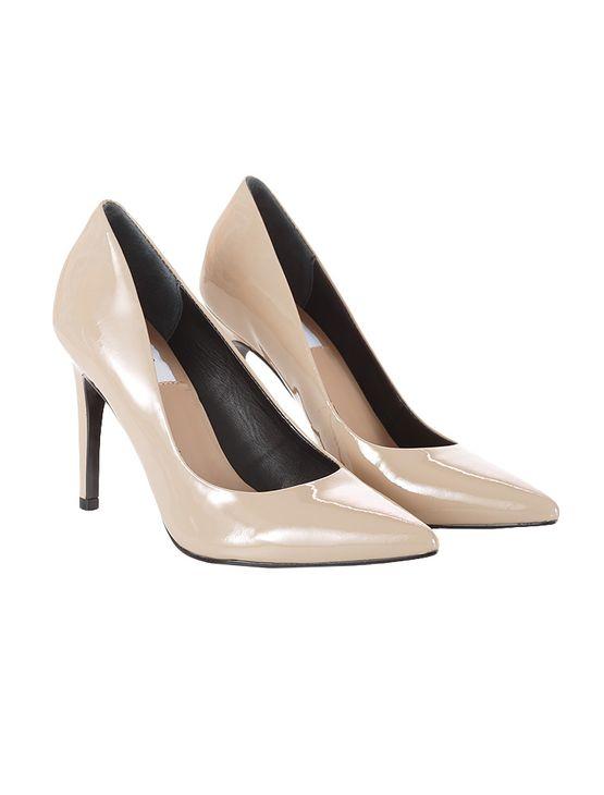 Sapato-Scarpin-Calvin-Klein-Jeans-Verniz-Couro-Caqui-Claro