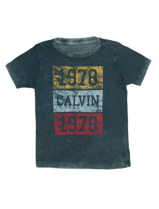 fb2977b3c8abf Camiseta Infantil Calvin Klein Jeans Estampa Frontal Marinho ...