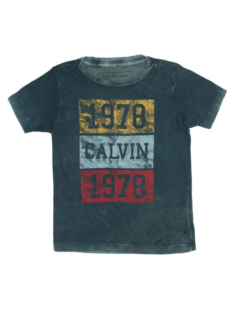 e3f51875ceafe Camiseta Infantil Calvin Klein Jeans Estampa Frontal Marinho ...