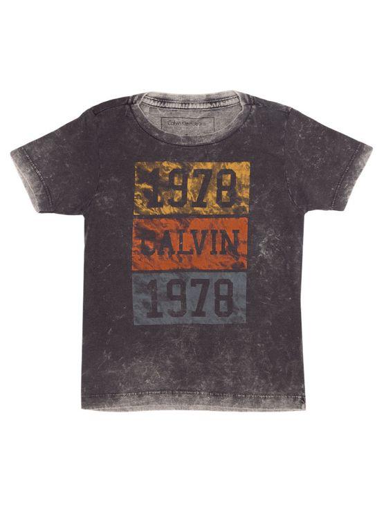 Camiseta-Infantil-Calvin-Klein-Jeans-Estampa-Frontal-Grafite