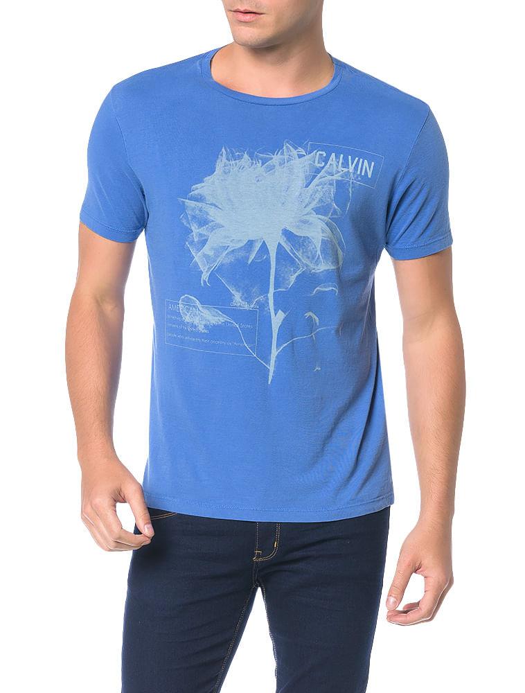 fea3dd3f8b Camiseta Calvin Klein Jeans Estampa Flor Azul Carbono - Calvin Klein