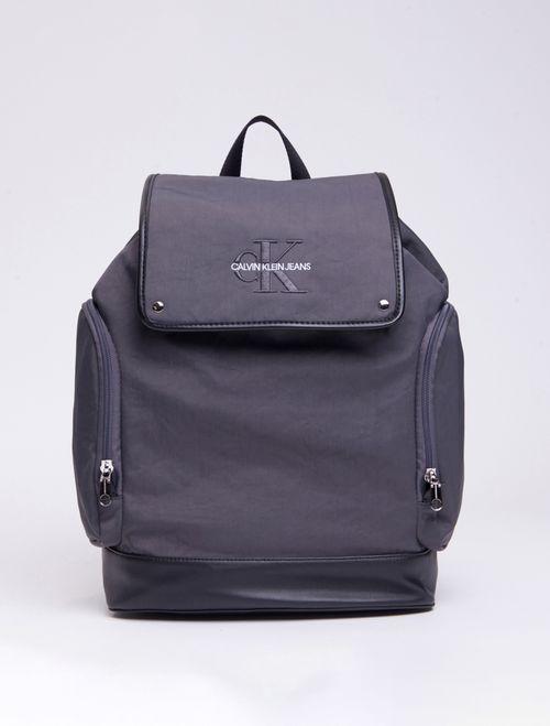 Mochila Ckj Masc Mono Flap Backpack 45 - Cinza Médio