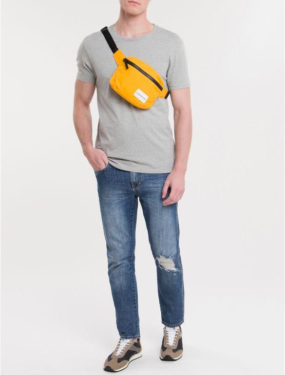 Pochete-Ckj-Masc-Quadrada-Logo---Amarelo-Ouro-