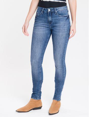 Calca-Jeans-Feminina-Five-Pockets-Etiqueta-Metalizada-Cintura-Media-Azul-Marinho-Calvin-Klein
